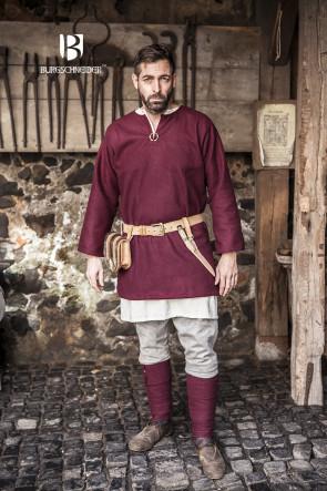 Wikinger Outfit mit Tunika, Untertunika, warmer Thorsberghose, Wadenwickeln und Fibeln zum Befestigen der Wadenwickel